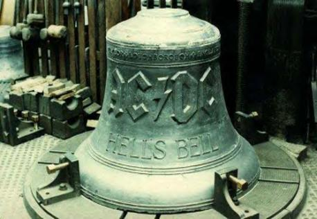 Hell's bell, la cloche diabolique photo:http://www.acdc.com/us/acdc-today/acdcs-hells-bell